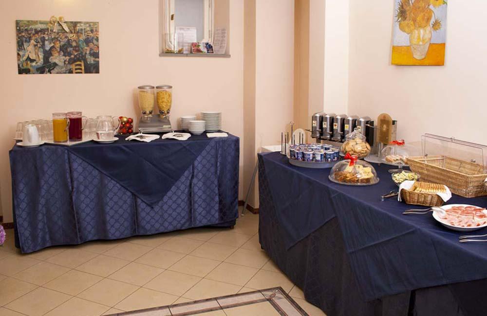 http://www.hotelbonifacio.it/wp-content/uploads/2015/01/colazione12.jpg